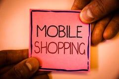 Tekstteken die het Mobiele Winkelen tonen De conceptuele van de de Aankoop Draadloze Verkoop van foto Kopende Producten Online Te royalty-vrije stock afbeelding