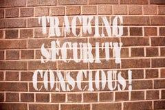 Tekstteken die het Volgen Bewuste Veiligheid tonen De conceptuele foto vermijdt situaties die u aan gevaar kunnen blootstellen stock foto