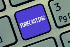 Tekstteken die het Voorspellen tonen De conceptuele foto voorspelt Raming een toekomstige die gebeurtenis of een tendens op onder royalty-vrije stock afbeeldingen