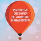 Tekstteken die Innovatief Customer relationship management tonen Het conceptuele positief van de fotocliënt koppelt drie gestemde vector illustratie