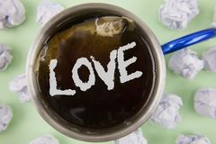 Tekstteken die Liefde tonen De conceptuele Verhouding van de de affectie Romantische Seksuele die gehechtheid van het foto Intens stock afbeelding