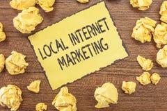 Tekstteken die Lokale Internet-Marketing tonen De conceptuele Zoekmachines van het fotogebruik voor Overzichten en Bedrijfslijst royalty-vrije stock foto