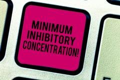 Tekstteken die Minimum Remmende Concentratie tonen Conceptuele foto laagste concentratie van een chemische Toetsenbordsleutel stock fotografie