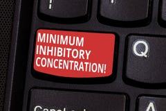 Tekstteken die Minimum Remmende Concentratie tonen Conceptuele foto laagste concentratie van een chemische Toetsenbordsleutel stock foto