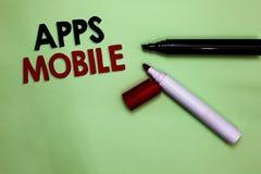 Tekstteken die Mobiele Apps tonen Conceptueel die fotocomputerprogramma wordt opgesteld om op telefoonhand te lopen - gehouden ap royalty-vrije stock foto's