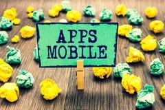 Tekstteken die Mobiele Apps tonen Conceptueel die fotocomputerprogramma wordt opgesteld om op telefoonhand te lopen - gehouden de stock foto's