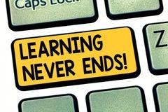 Tekstteken die nooit Lerend Einden tonen E stock illustratie