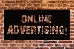 Tekstteken die online Reclame tonen Conceptuele de campagnesadvertenties van de fotowebsite elektronische marketing SEO Reaching  royalty-vrije stock afbeelding