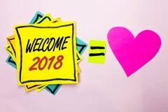 Tekstteken die Onthaal 2018 tonen De conceptuele Nieuwe fotoviering viert Toekomstige Wensen die die Wens voldoen op Gele Kleveri Stock Afbeeldingen