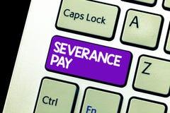 Tekstteken die Ontslagpremie tonen Conceptueel die fotobedrag aan een werknemer op de beëindiging van een contract wordt betaald stock foto's