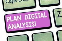 Tekstteken die Plan Digitale Analyse tonen Conceptuele fotoanalyse van kwalitatief en kwantitatief digitale gegevenstoetsenbord royalty-vrije stock afbeeldingen