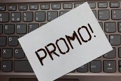 Tekstteken die Promo Motievenvraag tonen Conceptueel fotostuk van de reclame van de Verkoop Zwart laptop van de Kortingsspeciale  royalty-vrije stock foto's