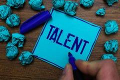 Tekstteken die Talent tonen Conceptuele foto Natuurlijke capaciteiten van mensen die gespecialiseerde vaardigheden tonen bezitten stock foto