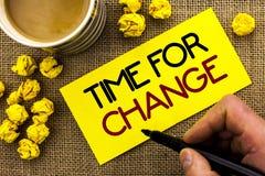 Tekstteken die Tijd voor Verandering tonen De conceptuele Kans van het de Evolutie Nieuwe Begin van het foto Veranderende Ogenbli stock afbeeldingen