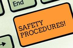 Tekstteken die Veiligheidsprocedures tonen De conceptuele foto volgt regels en verordeningen voor het Toetsenbordsleutel van de w stock foto