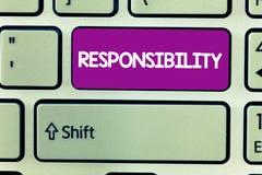 Tekstteken die Verantwoordelijkheid tonen Conceptuele foto die controle over iemand hebben Akte van verantwoordelijk het zijn royalty-vrije stock afbeelding