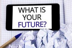 Tekstteken die wat tonen Uw Toekomstige Vraag is Conceptuele foto waar u zich in de volgende die jaren ziet op Mobiele Pho worden royalty-vrije stock afbeeldingen