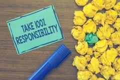 Tekstteken het tonen neemt de Verantwoordelijkheid 100 De conceptuele foto volledig verantwoordelijk is voor uw Acties en Gedacht royalty-vrije stock afbeeldingen