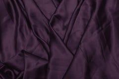 Tekstura atłas Jedwabniczy tło błyszcząca falistego wzoru kanwa kolor tkanina, sukienna purpura Obrazy Stock