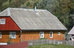 Tekstura dach z dygotu łupku narzutem Szorstki i stary dach szarość łupku faliści prześcieradła Wodoodporny dekarstwo od azbesta zdjęcia royalty free