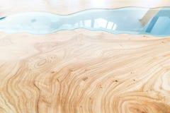 Tekstura drewniany stół z epoxy żywicą Odgórny widok drewno dla tła zdjęcia royalty free