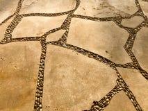 Tekstura drogowa powierzchnia od pięknych naturalnych starych, starych, kostrzewiastych żółtych czerepów kamienie, brukowowie, ka Fotografia Royalty Free