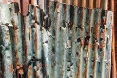 Tekstura i ośniedziały cynku domu ogrodzenia tło Obraz Stock