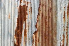 Tekstura i ośniedziały cynku domu ogrodzenia tło Obrazy Stock
