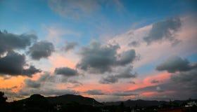 Tekstura jaskrawy wieczór niebo podczas zmierzchu Obrazy Royalty Free