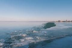 Tekstura lód powierzchnia, krakingowy lodowy unosić się Obrazy Stock