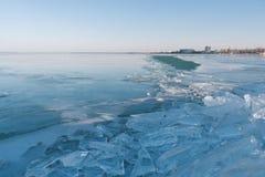 Tekstura lód powierzchnia, krakingowy lodowy unosić się Zdjęcie Royalty Free