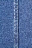 Tekstura niebiescy dżinsy tkanina z ściegiem Obrazy Royalty Free