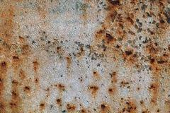 Tekstura ośniedziały żelazo, krakingowa farba na starej kruszcowej powierzchni, prześcieradło ośniedziały metal z krakingową i pł Obraz Stock