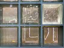 Tekstura piękny szkło rzeźbiący rozjarzony przejrzysty kwadrata kwadrat wielkie dekoracyjne płytki z różnymi wzorami B zdjęcie stock