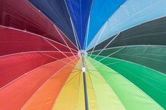 Tekstura poniższy Kolorowy parasol Zdjęcia Royalty Free