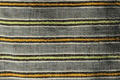 Tekstura robić na krosienku handmade dywan, wzór koloru żółtego, pomarańczowych i czarnych pionowo linie dzieli popielatych verti Obraz Stock