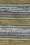 Tekstura robić na krosienku handmade dywan, wzór koloru żółtego, zieleni, błękita, białych i czarnych pastelowe pionowo linie, dz Fotografia Stock