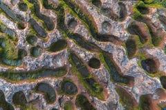 Tekstura rockowa ćma woda przez lata morze kaspijskie AZ zdjęcia stock