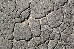 Tekstura stary krakingowy asfalt w dzienny II fotografia stock