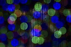 Tekstura wod krople na szkle Defocused światła przez mokrego okno Obrazy Royalty Free