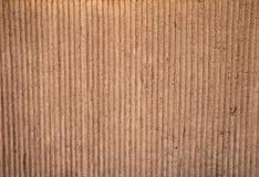 Tekstura zakrywająca z brown stiukiem z pionowo reli stara ściana Fotografia Stock