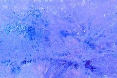 Tekstura zamarznięta lód ściana iluminująca z błękitnym i purpurowym ligh Zdjęcia Stock