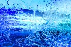 Tekstura zamarznięta lód ściana iluminująca z błękitnym i purpurowym ligh Fotografia Royalty Free