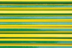 Tekstura zielona i żółci ołówki naprzemianlegli obraz stock