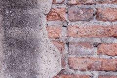 Tekstury stara cegła gnił wzory na miastowej betonowej ścianie dla tła fotografia royalty free