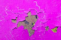 Tekstury tło różowa obieranie farba na starej szorstkiej tekstury powierzchni Fotografia Stock