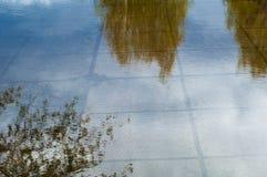 Tekstury tło tkanina Wiosna krajobraz, kałuża topi fotografia stock