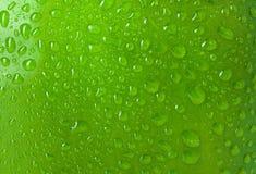 Tekstury wody krople na jabłku Zdjęcia Royalty Free