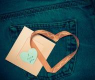 Tekstylni serca i różowa fotografii rama Romantyczny miłość temat na cajgu Obraz Royalty Free