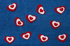 Tekstylni serca Romantyczny miłość temat na cajgu tle Obrazy Stock